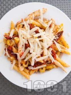 Паста с маслини и мариновани сушени домати - снимка на рецептата